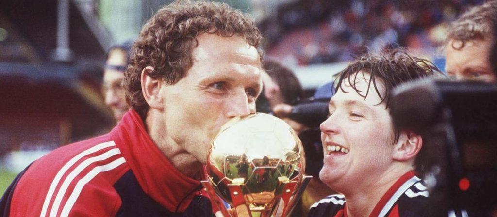 Noruega com a taça da Copa do Mundo de 1995.