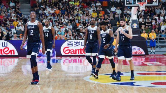 Jogadores dos EUA durante jogo contra a Sérvia, pelo Mundial de basquete.