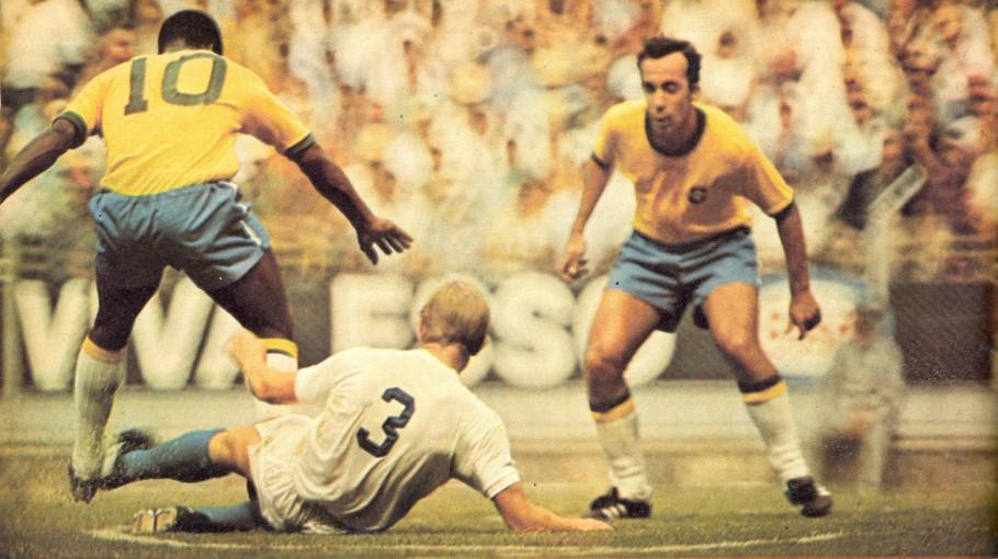 Tostão e Pelé criam a maioria das jogadas ofensivas.