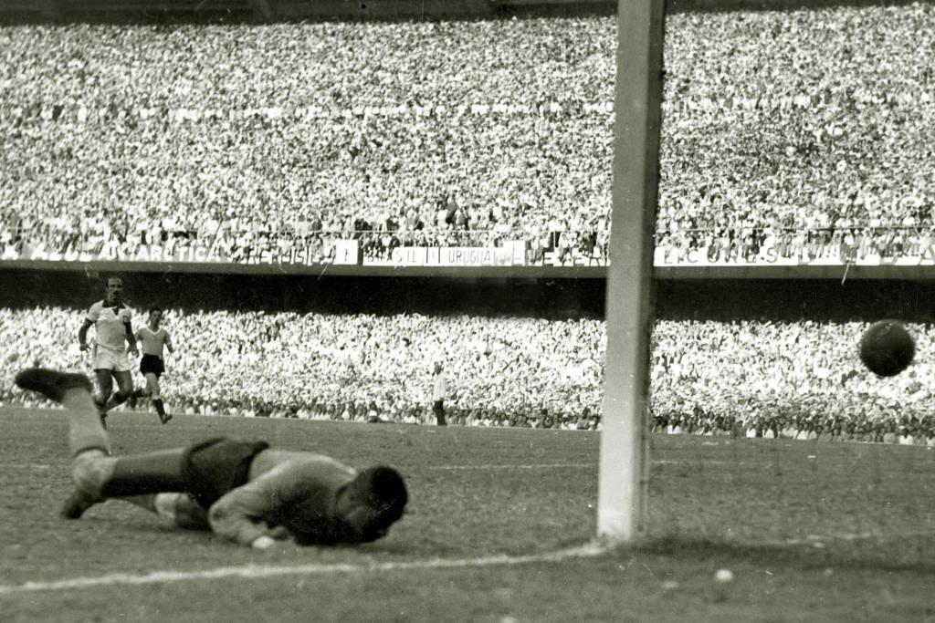 Barbosa sofreu o segundo gol uruguaio.