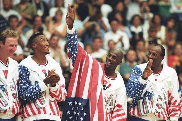 Jordan celebra a conquista no pódio.