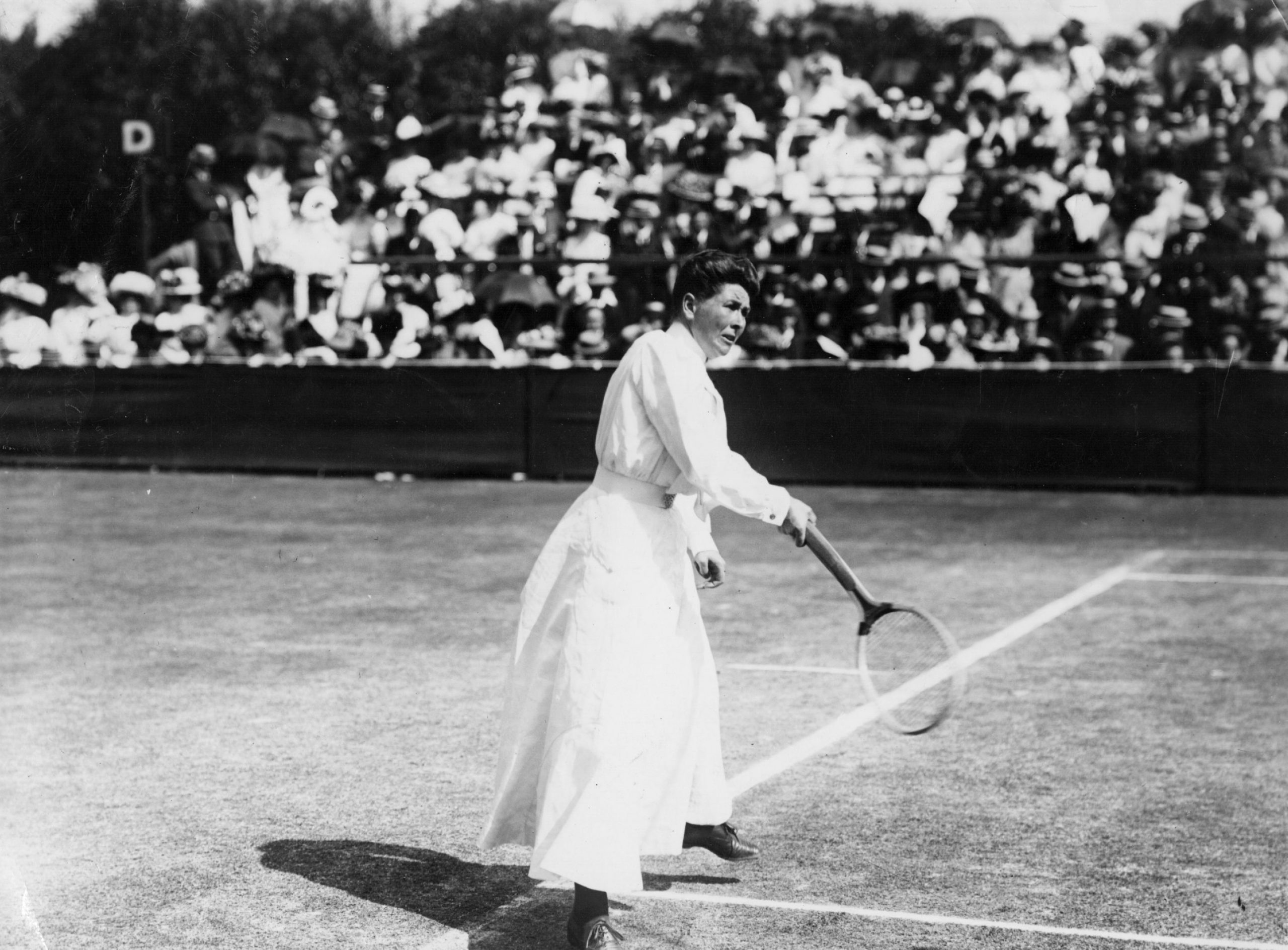 Charlotte Cooper em Wimbledon. FOTO: Topical Press Agency/Getty Images