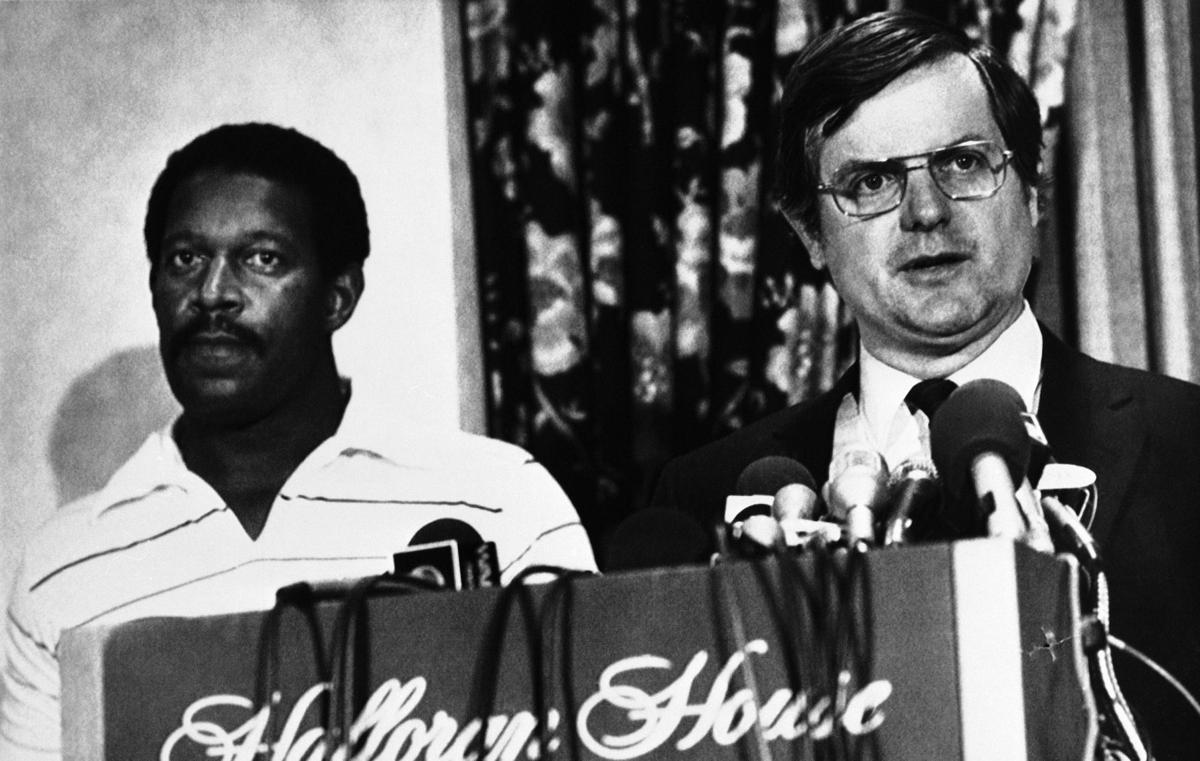 Ed Garvey, à direita, anuncia a greve. FOTO: Associated Press