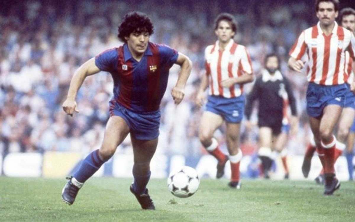 Maradona em campo com a camisa catalã.