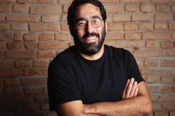 O jornalista Leandro Iamin é um dos responsáveis pela Central 3.