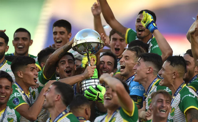 Defensa y Justicia levanta a taça da Copa Sul-Americana